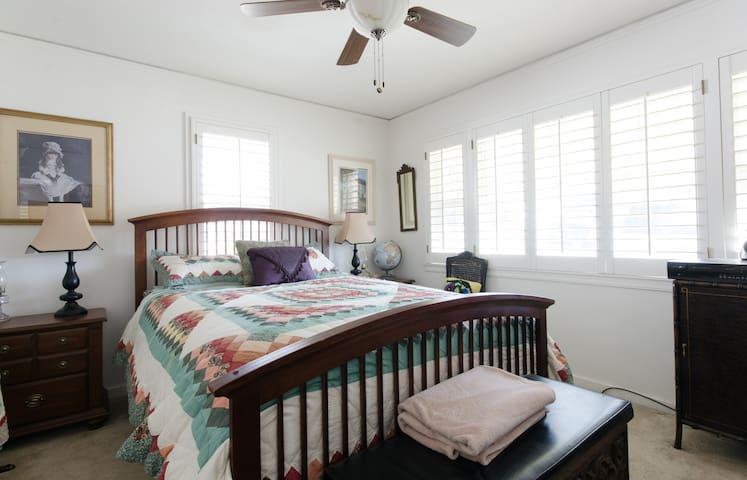 Great room for rent Hayward Hills - Hayward - Dům