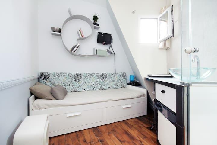 Small rooftop room mini studio cosy Central Opera - Paris - Apartment