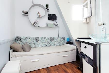 Small rooftop room mini studio cosy Central Opera
