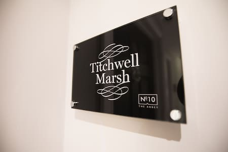 Titchwell Marsh · Gorgeous Apartment just 10 mins from Norwich City!