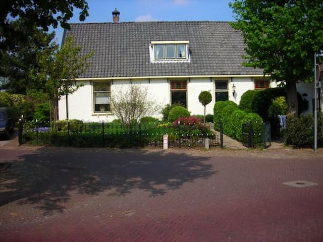 Lovely cottage house near Amsterdam - Huizen - House