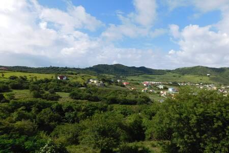 Valley View Single Bedroom Getaway - Basseterre
