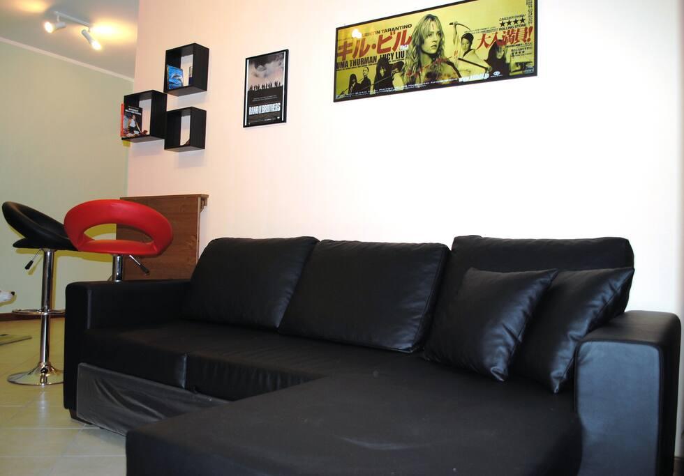 Ampio e nuovissimo soggiorno con divano enorme e comodissimo!!