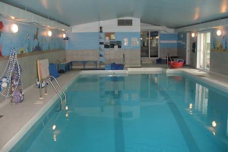 Chambre à la campagne, accès piscine intérieure - Saint-Paul