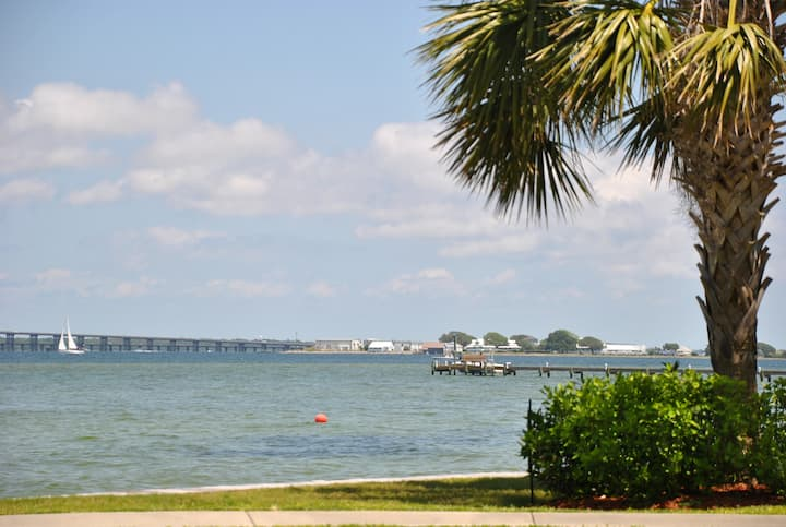 Family Beach Condo Gulf Access and Pool
