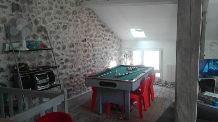 duplex dans maison de village en pierre