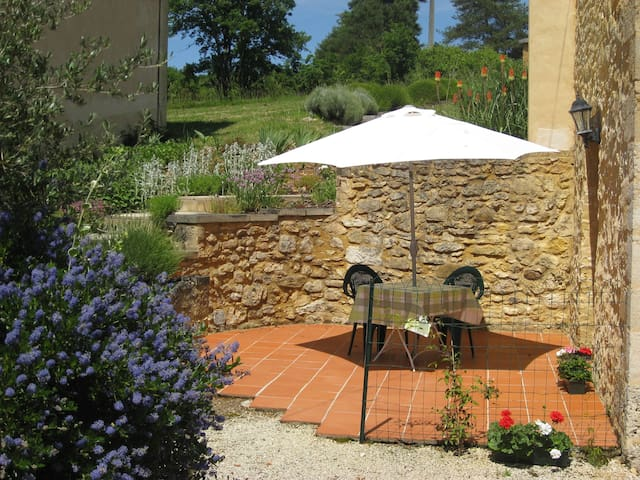 Cosy, self-contained gite, swimming pool - Peyzac-le-Moustier