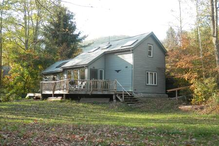 On Creek - Quaint Mountain Home  - Chichester - Ev