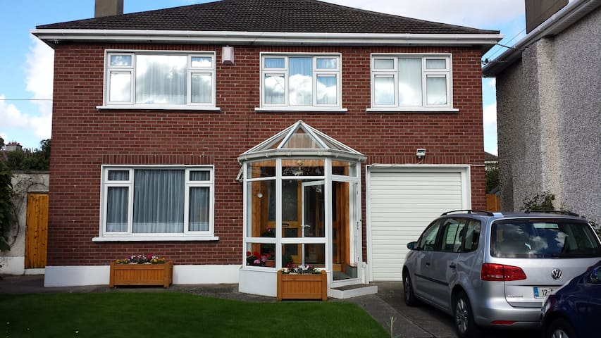 Our FamilyHome that YOU can share 1 - Templeogue - Bed & Breakfast