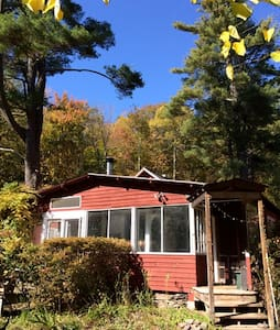 Woodstock streamside cottage - Bearsville - Hus