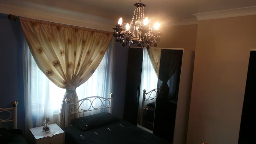 Lovely, beautiful and spacious room - Greater London - Dom