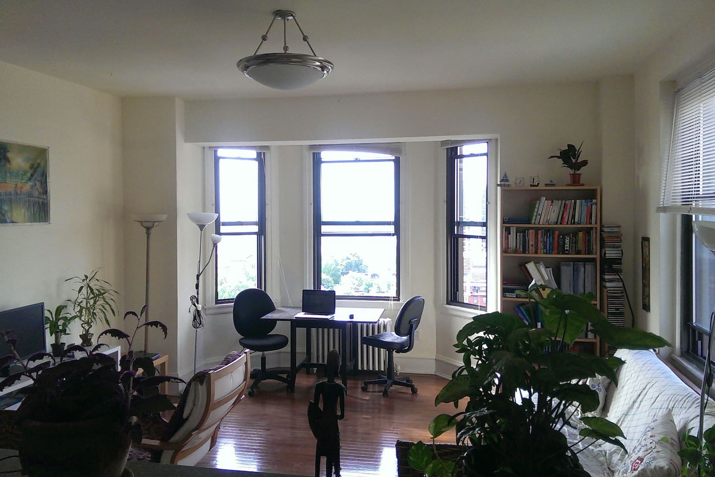 southern part of the living room. Huge apartment. Non-stop light through the many windows