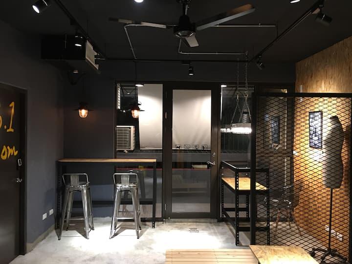 Loft Apartment 5F/中正技擊館捷運站步行5分鐘(男背包客房)