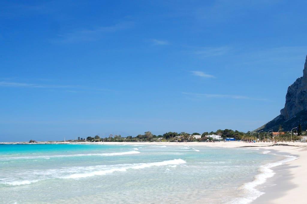 Spiaggia di San Vito lo Capo ad 1.1 km (0.4 miles)