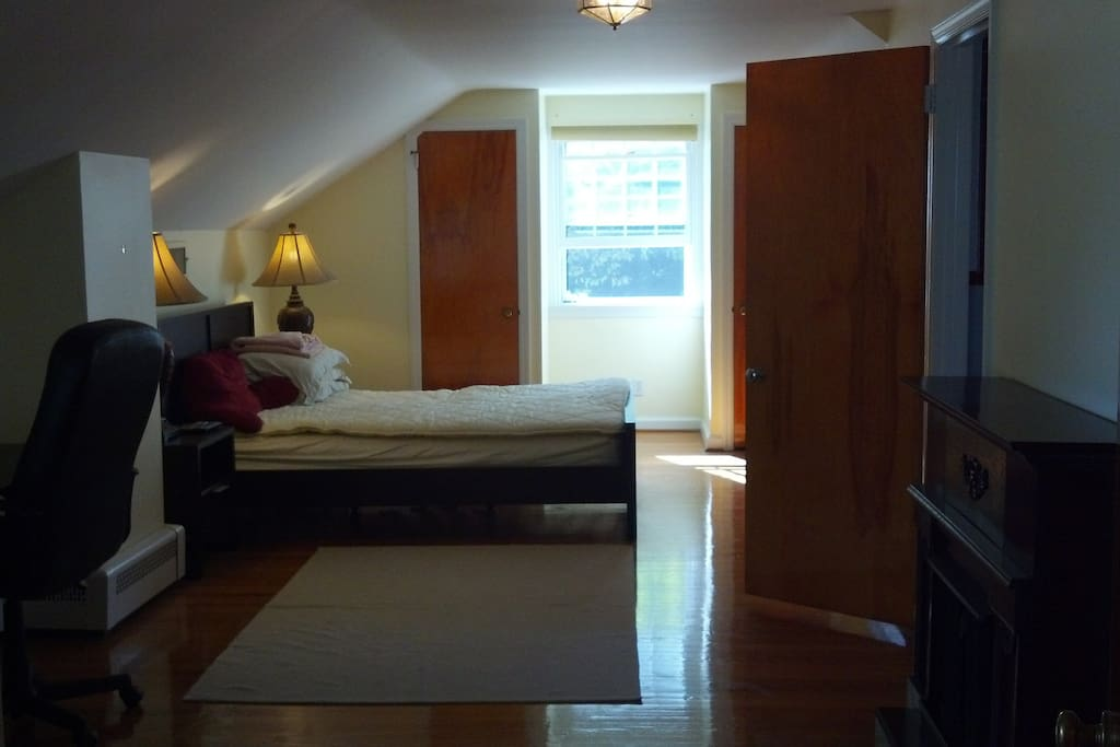 Photo of the room with only 1 bed ( we now have 2 beds in the room)