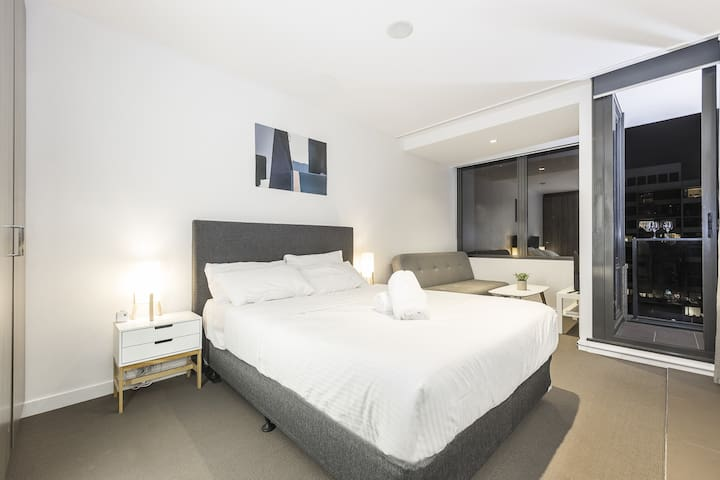 *Modern*Charming* Studio Apt @Southern Cross #3