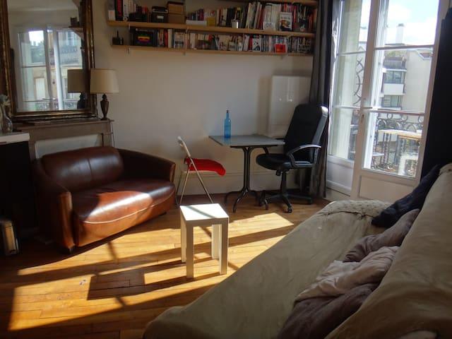Great bright cosy flat in Gambetta - Parijs - Appartement