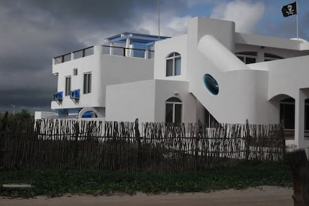 The Drake Inn next to the sea. - Puerto Villamil, Isla Isabela
