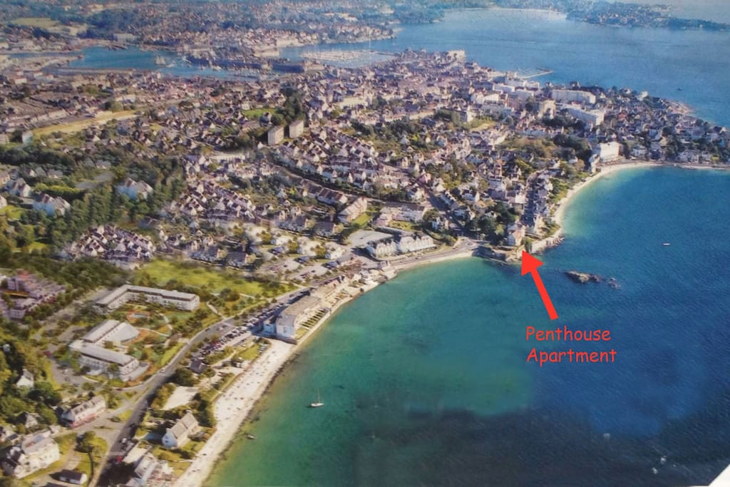 The penthouse is conveiently located between the 2 most beautiful beaches in Concarneau.