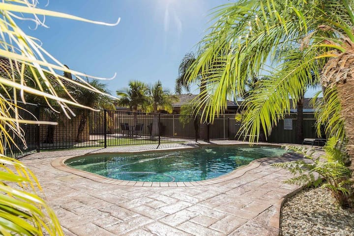 Pool Paradise in the Heart of Vincentia