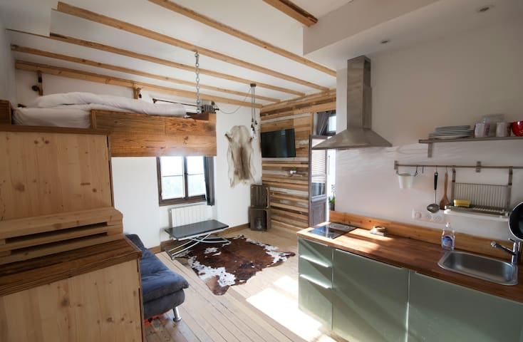 Loft hideaway with cosy cabin bed