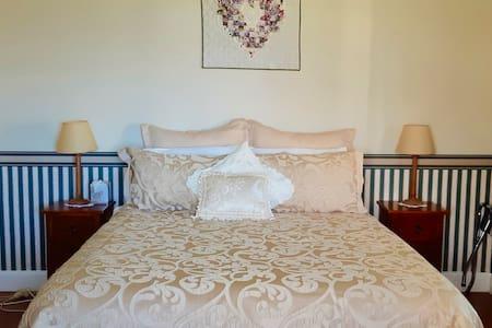 Colonial suite queen room.