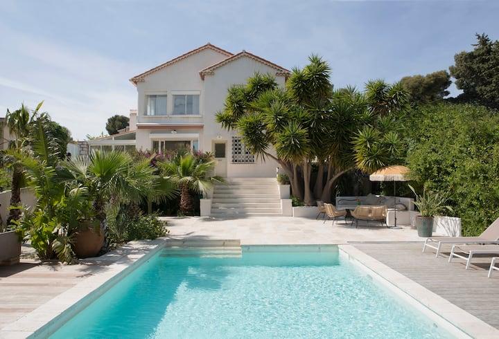 Villa Presqu'île- Piscine Chauffée-Accès mer à 5Om