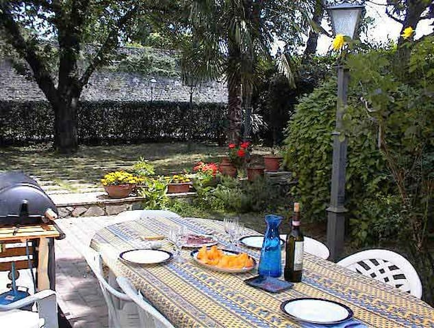 Sansepolcro huge garden flat 3mins from centre - Sansepolcro - Appartement