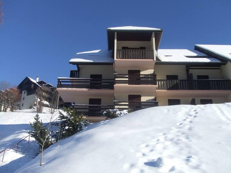 La résidence, l'appartement est le balcon du haut