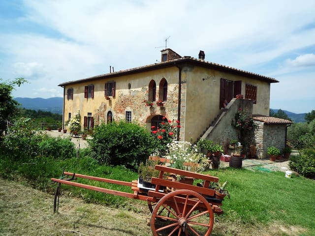 In solitudine nelle colline del Chianti Fiorentino