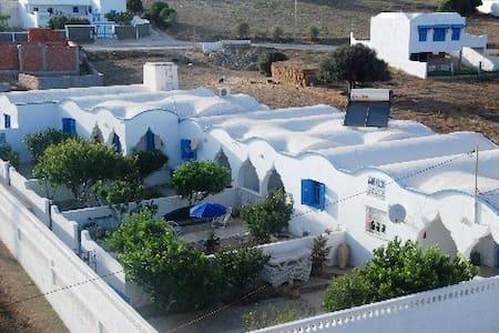 guesthouse sea mountain Tunisia - Al Huwariyah - Dům