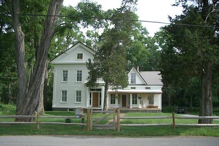 Beautiful 1840's farm house  - Medusa - Rumah
