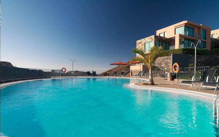 Beautiful Modern Villa in 5★ Golf Resort