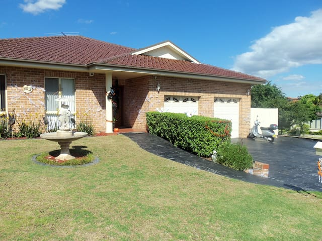 Sydney 3 br house in Kellyville, Sydney - Kellyville - Huis