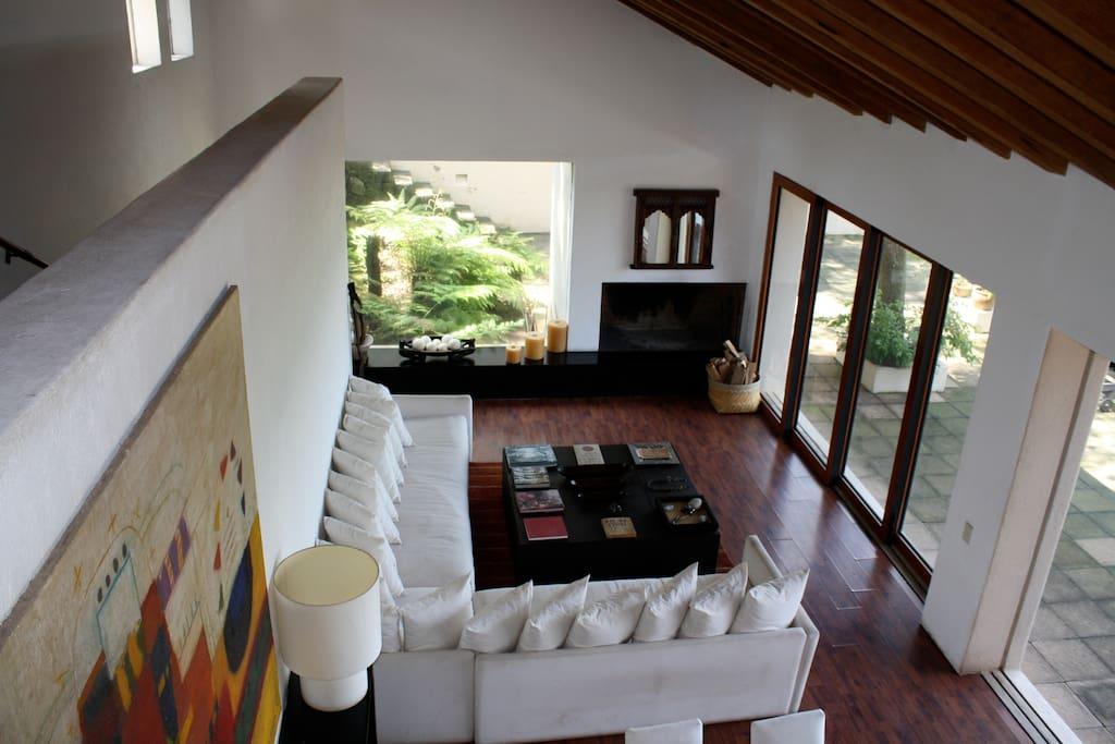 Espacios amplios de gran belleza y confort junto a la chimenea