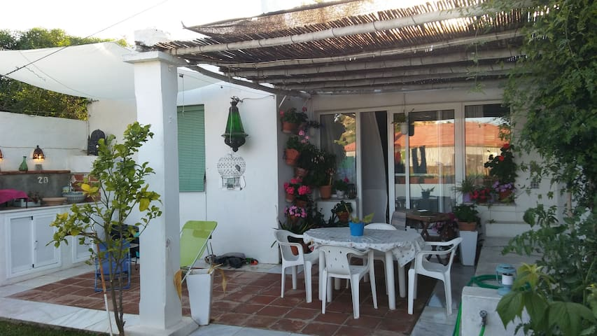 Patio con bbq cesped y child-out