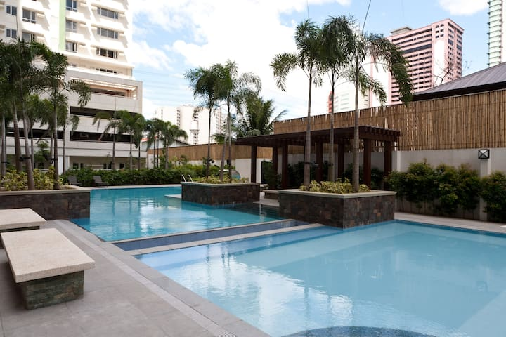 CHEAPEST Spacious Safe 1-BR Condo! +wifi +a/c - Makati City