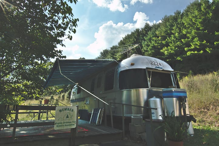 Airstream on the North Fork