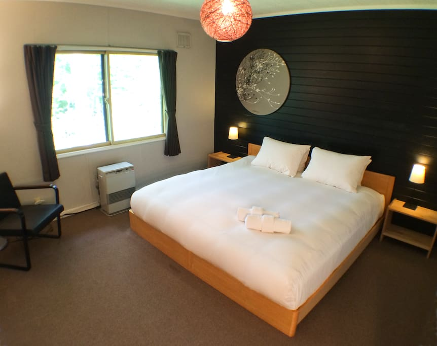 King Room (twin bed configuration and roll -out cot also available.)