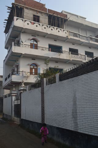 NON.AC room with friendly surround - Gopalganj - Apartment