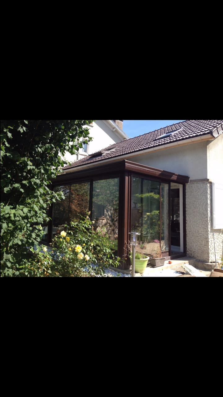Jolie maison avec jardin 5 pers 20 min de Paris