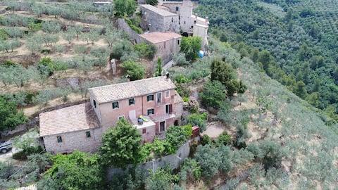 Villa rurale nei pressi del Castello di Campello