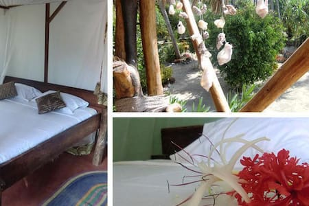 Sagando Hostel: Double Bungalow - Bed & Breakfast