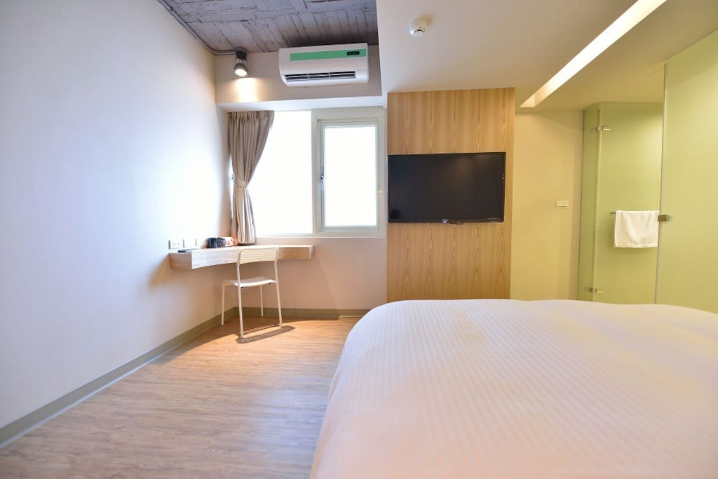 1 min walk to ZhongXiao Fuxing MRT Station
