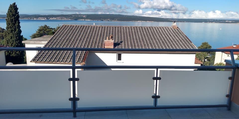 Apartmán 100m od moře s terasou s výhledem na moře