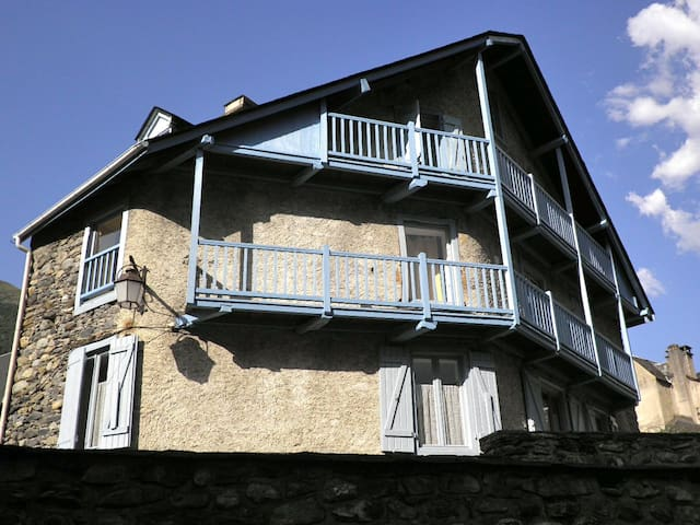 Traditional house in the Pyrénées - Luz-Saint-Sauveur - House