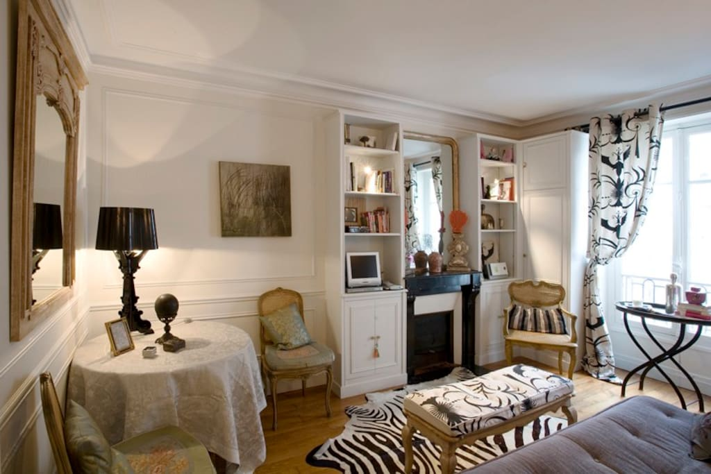 Light and comfortable with mix of designer furniture, antiques and art.