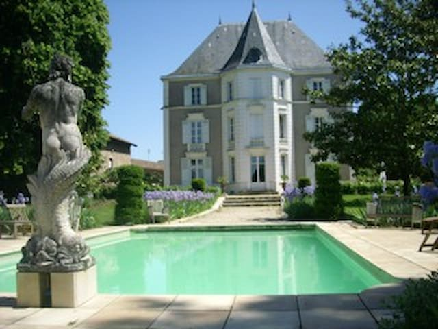 Chateau de Préty, the blue room in