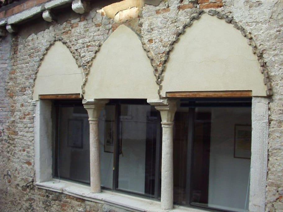 BYZANTINE TRIPLE LANCET WINDOW