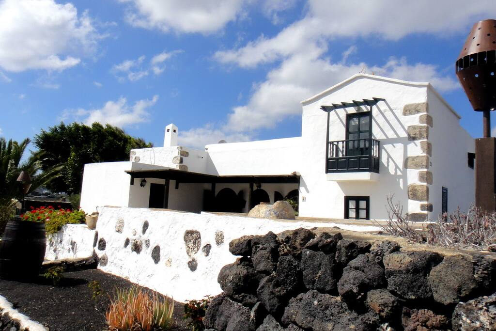 Lanzarote volc nica el oratorio casas de campo en - Alquiler casas en lanzarote ...